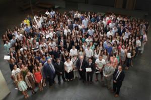 Claudi Alsina amb els alumnes de millor puntuació a les PAU 2013 i altres autoritats